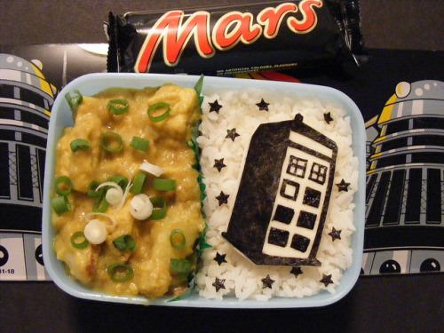 yumblrbentos:  Doctor Who TARDIS bento by ♥JB♥ on Flickr.