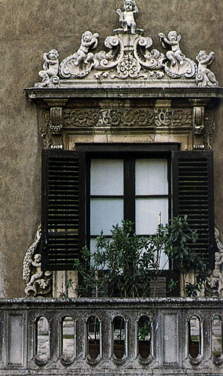 (via A window in Palermo)
