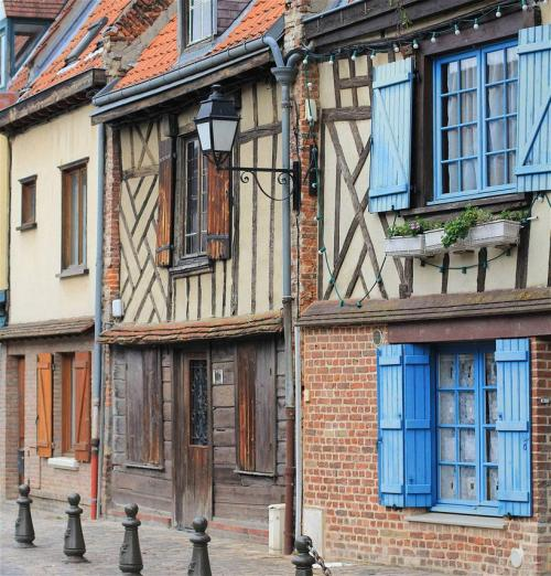 Very old houses in Saint Leu, Amiens France (via pixdaus.com)