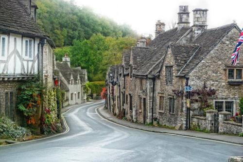 Castle Combe, Wiltshire (via)