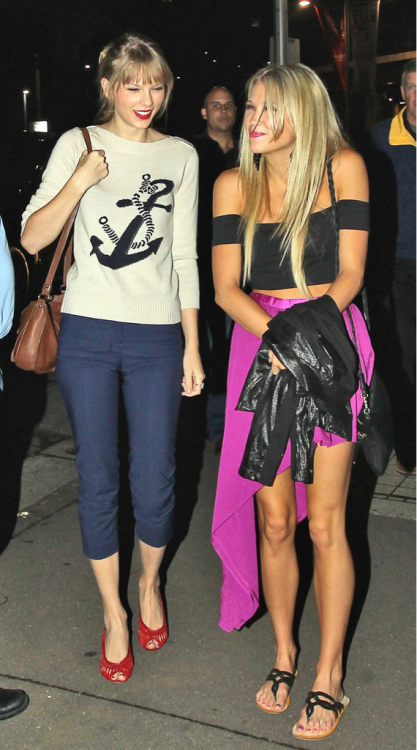 Taylor and Claire (March 8, 2012) - Sydney, Australia