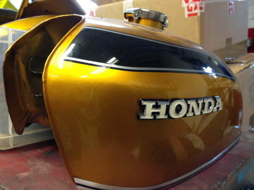 untitledmotorcycles:  the best gas tank  I think this is a k2 or a k3. It is the best tank