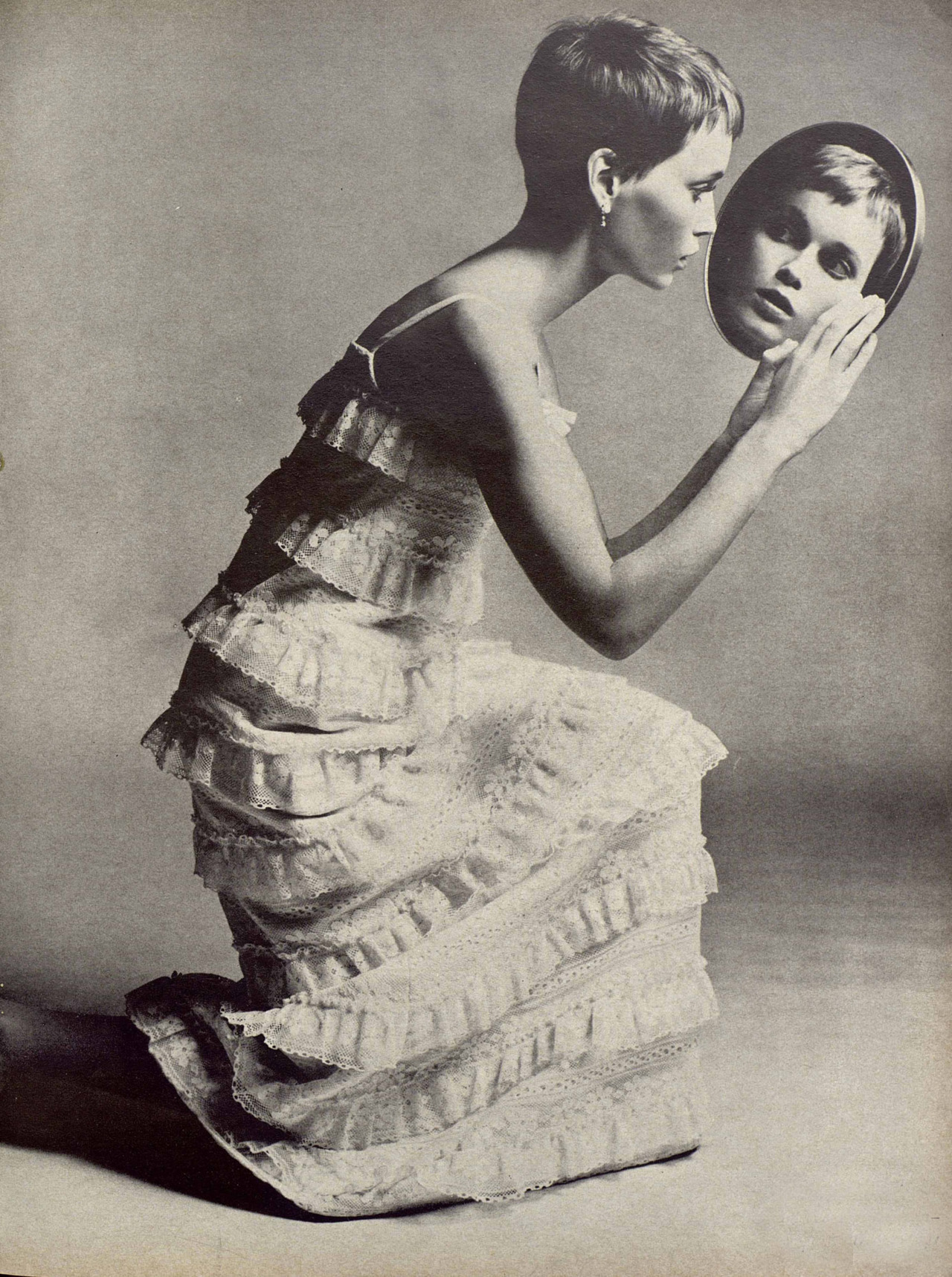 hotparade:  Richard Avedon - Mia Farrow, Vogue, 1966