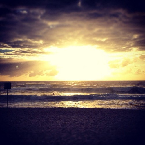 www.mitchellfong.com #beach #sunrise #photooftheday #instaphoto #instagram #sunrise #beach # (Taken with instagram)
