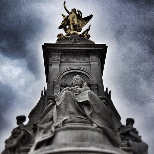 #london #statue #buckinghampalace (Taken with instagram)