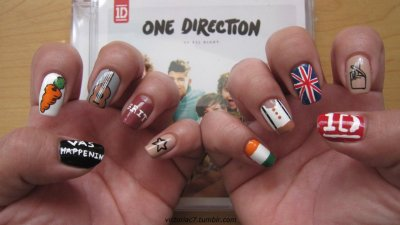 I wanted to take a pic of both hands so I could see all my 1D nails together.