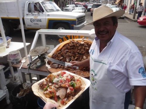 mexicanfoodporn:  Esta es la única forma de comer tacos de carnitas.  Nada más miren esas carnitas!!!! This is the only way to find and eat good carnitas Just take a look at those fucking carnitas!!!