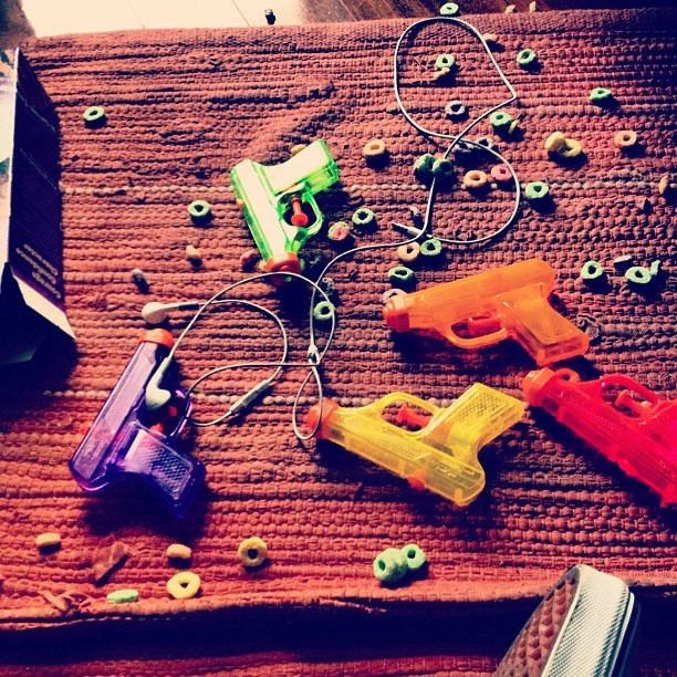 I STAY WITH #GUNS #FROOTLOOPS #HEADPHONES #VANS & #GIRLSCOUTCOOKIES.  (Taken with instagram)