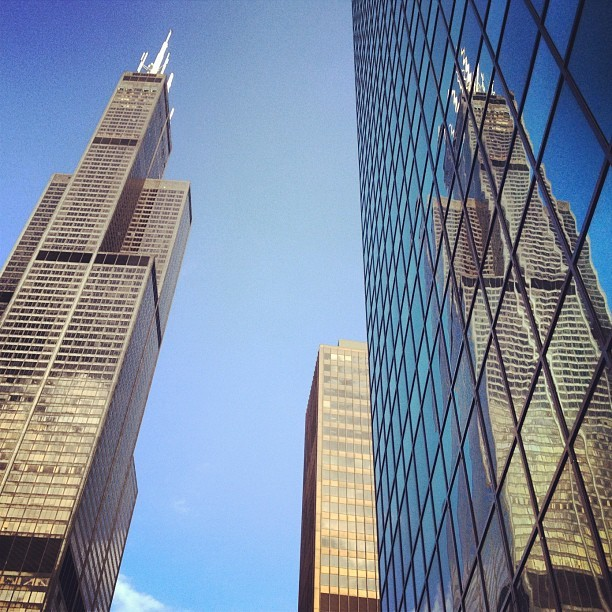 Big Reflection. #chicago #architecture #chitecture #skyscraper #igerschicago #searstower #willistower (Taken with instagram)