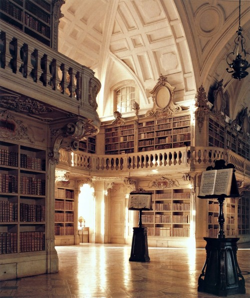 acknowledgeandproceed:  #books #somanybooks  Mafra National Palace
