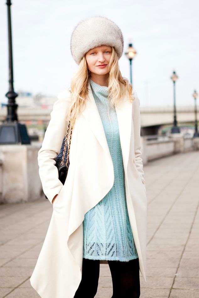 I'm wearing: #RueduMail coat, Alberta Ferretti Philosophy dress, Chanel bag,