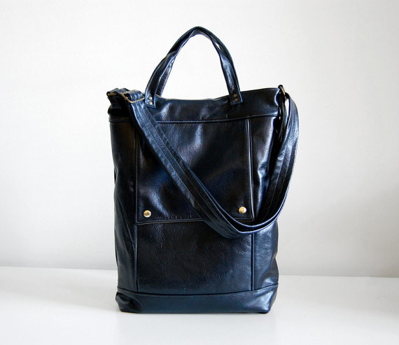 Speaking of navy, here's a gorgeous leather handbag by jennyndesign on Etsy.