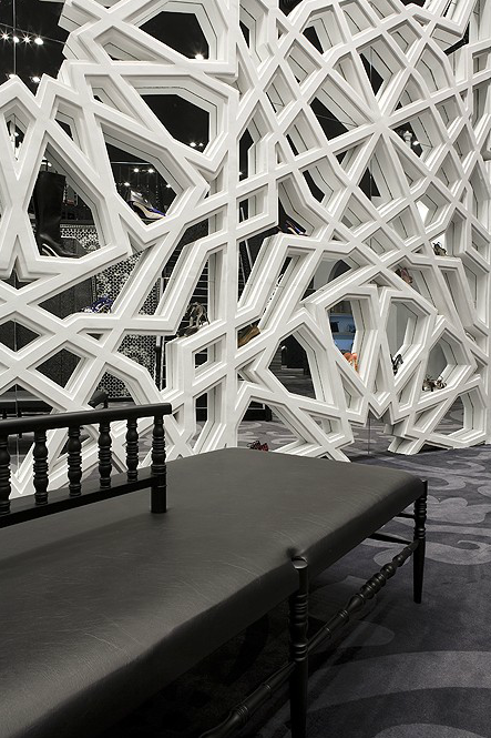 annikemjo:  Geometric wall in Villa Moda, Bahrain by Marcel Wanders I can't help but think of 3D printed models in architecture school.  Oh. Em. Gee.