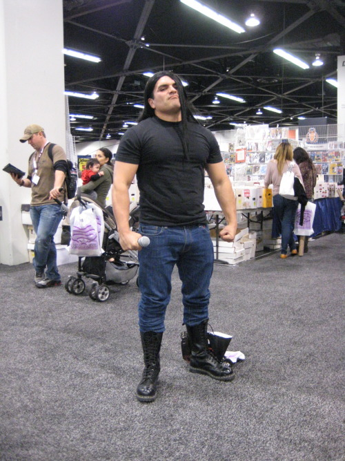 blooddiesel:  sanguinarywaverer:  THE. BEST. THING. EVER. AT .WONDERCON. 2012  WOW, GREAT.    …Colour me impressed.
