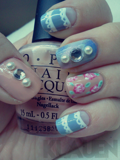 prettynailswag:  Nail Art Contest Submission #50 (1 of 1 entries by: hoity-toity-hobo)  So, here's my entry for prettynailswag's contest :) I figured I'd just reblog to keep the notes consistent. I considered doing a second entry tonight but that never happened - school work trumped nail art. Hope you like it! (p.s. hoity-toity-hobo is my personal blog)