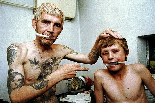 Dad and Son Addicted to Heroin photographed by Anatoly Rakhimbaev  This is a really remarkable photograph.