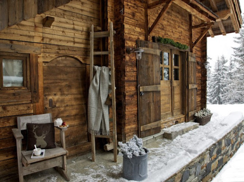 warm rustic cabin (via Sharon Santoni)