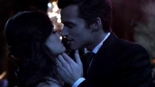Aria (Lucy Hale) and Ezra (Ian Harding) kissing at the masked ball. Pretty Little Liars 02x25 - UnmAsked.