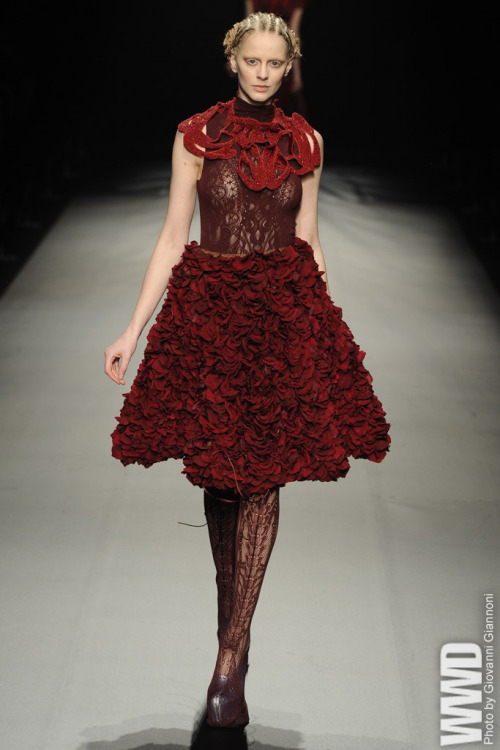Somarta RTW Fall 2012 Tamae Hirokawa turned out a romantic collection of ladylike pieces in a palette of red, pink, beige, ivory and blush.
