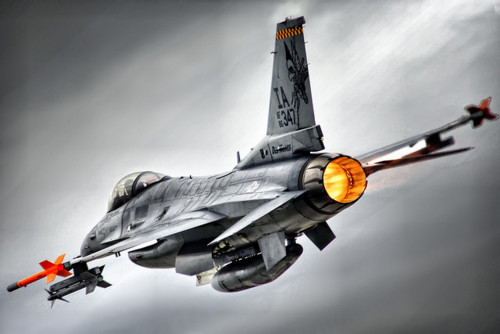 usairforce:  Over-edited but I like it. Fighting Falcon