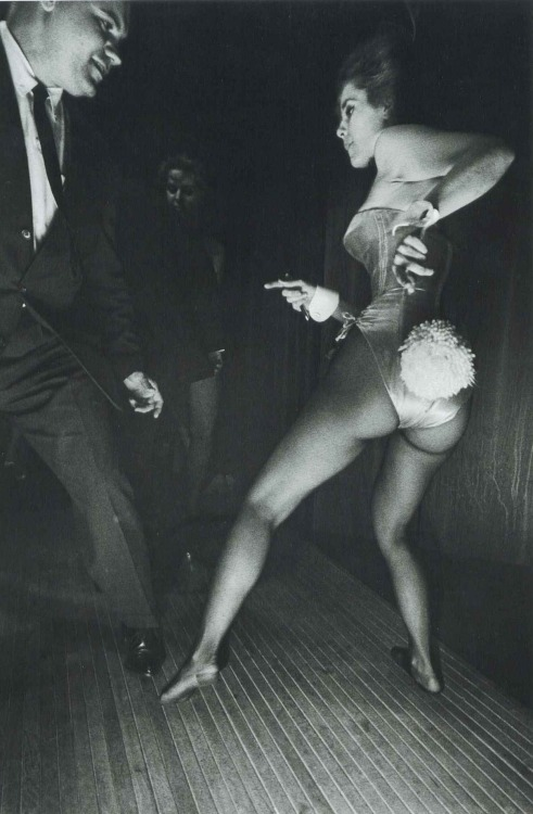 updownsmilefrown:  Playboy Club, Chicago, 1962 by Elliott Erwitt  I like her moves.