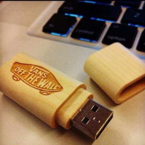 #vans #jumpdrive #music #computer #lilwayne #tyga #macmiller #mostdope #thumbsup #tisa #supreme #wooden #picture #iphone4 (Taken with instagram)