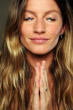 Gisele, the ultimate bronzed beauty, shows off a sunny glow backstage at Givenchy SS 2012.