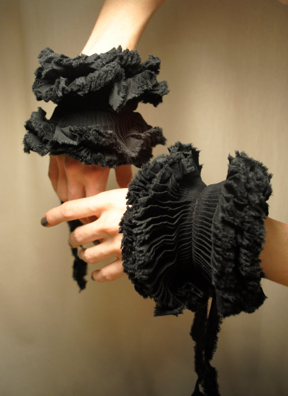 gothetsyfinds:  Ruffled Cuffs/ Black cotton/ Bow ties/ Edgy/ Shabby Chic/  $45 http://www.etsy.com/shop/marinaasta