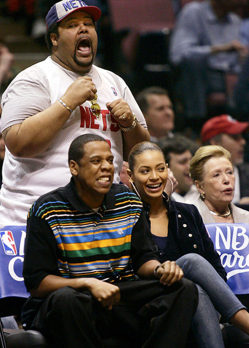 I would be happy too if I saw Jay-Z and Beyonce AND watch a Nets game!