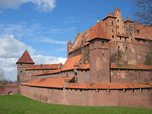 medievalthedas:  mediumaevum:  The Castle in Malbork is the largest castle in the world by surface area, and the largest brick building in Europe. It was built in Prussia by the Teutonic Knights, a German Roman Catholic religious order of crusaders, in a form of an Ordensburg fortress. The Order named it Marienburg (Mary's Castle).  The castle seems to date from the 1300s. The castle's website says:  On September 14th 1309, Grand Master Siegfried von Feuchtwangen moved his office to Malbork. The castle was promoted to the status of being the capital of one of the most powerful states on the southern coast of the Baltic. It soon became apparent that it could not fulfil its new functions in its current form. The nearly forty-year-long expansion transformed a convent house into a strongly fortified High Castle. Surrounded by deep moats and several rings of defensive walls, it housed several representative rooms. In the 14th and first half of the 15th century, a third part of the stronghold was established and expanded respectively – the Low Castle, known later as the Outer Castle.  It's beautiful.  Part of me has formed a route to climb to the top.