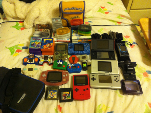 samthefig:  when i was younger i had a really bad obsession with gameboys lol   i forgot this little guy the first time around sigh nostalgia