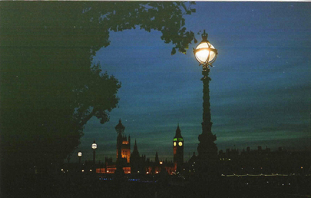 ysvoice:  | ♕ |  Evening falls on London  | by © Marixian