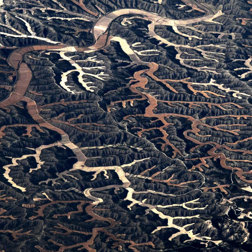 keepitabstract:  Unreal. asaya:  from the plane between Madrid and Barcelona  by Hel Des
