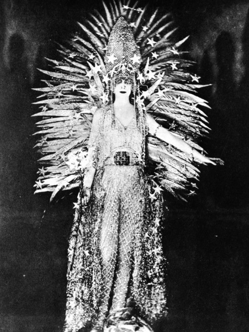 Marchesa Louisa Casati - unknown photographer