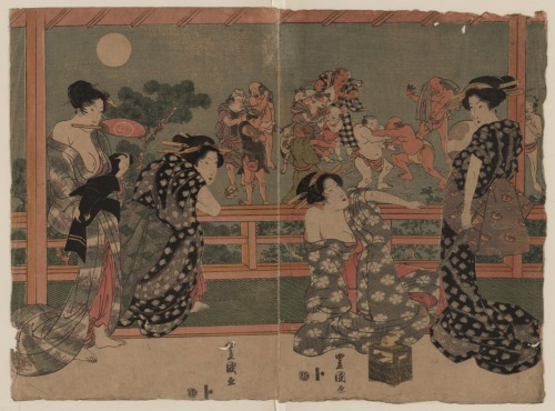 Title: Tsukiyo ni sumō o miru onna Title Translation: Women watching a sumō match under a full moon. Creator(s): Utagawa, Toyokuni, ca. 1777-1835, artist Date Created/Published: [between 1818 and 1825]