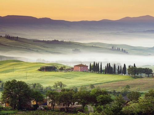 Tuscan villa in the countryside