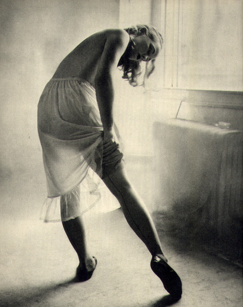 theniftyfifties:  Adjusting her stockings.. Photo by Peter Martin, 1951.