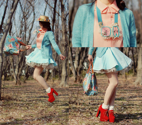 lookbookdotnu:  Baby blue (by Shan Shan)  baby doll does spring pastels!
