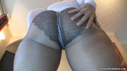 publicpantyhose:  www.daniellainpantyhose.com big juicy ass in pantyhose & thong