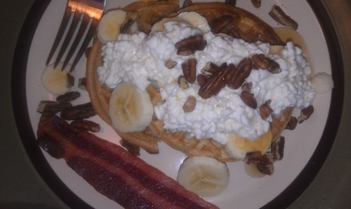 Easy Breakfast.  Multi-grain toaster waffle, low-fat cottage cheese, sliced banana, pecans, maple syrup and a slice of turkey bacon on the side! Filling and nutritious, a great way to start (or end) the day!