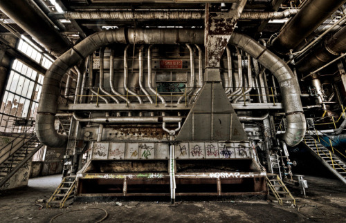 missalimcd:  Nifty urbex photo from flickr user pierrette9.
