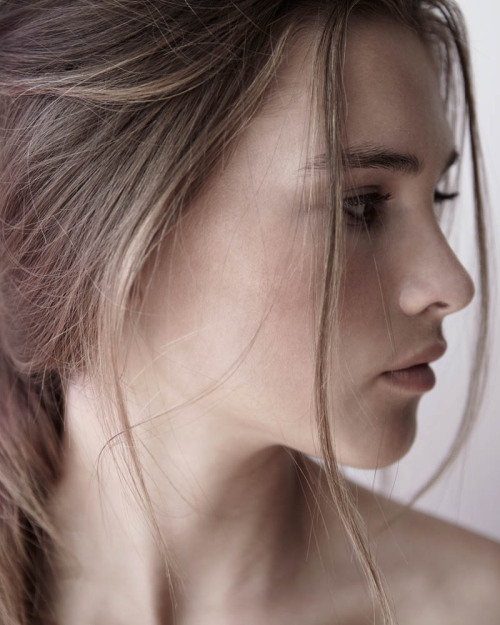 (via Fresh Face | Elly Blumentals by James J Dunn)