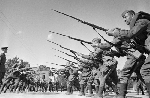 imperija:  Red Army soldiers training before going to the frontline