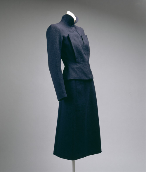 The sculptural tailoring on this suit from Schiaparelli's Fall-Winter 1938-1939 collection is absolutely gorgeous.