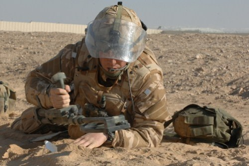 j-wolf-harding:  British Army Ammunition Technician. (Bomb Disposal)  This is what I want to do.