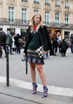 leeoliveirass:  On the streets of Paris Image: http://leeoliveira.com