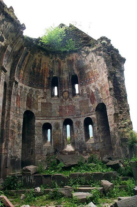 bonsjoard:  attolences:  Cathedral in ruins  Oh wow!