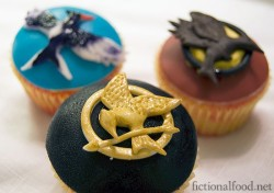 lauripple:  (via Favorite Recipes / #HungerGames Cupcake Recipe!)