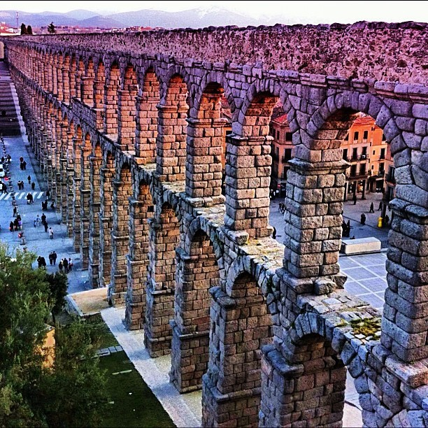 Three Roman buildings for today: 1/3, Aqueduct of Segovia, Spain #spain #segovia #hdr #historical #iphoneography #ig #igmania #igers #instagood #instamood #instagram #instadaily #instagramhub #iphonesia #iphone4only #iphone4  (tomada con Instagram en Segovia, España/Spain)