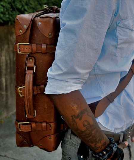 thehomanity:  a man bag i would be seen with